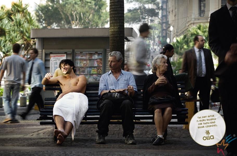 полуобнаженные в общественных местах